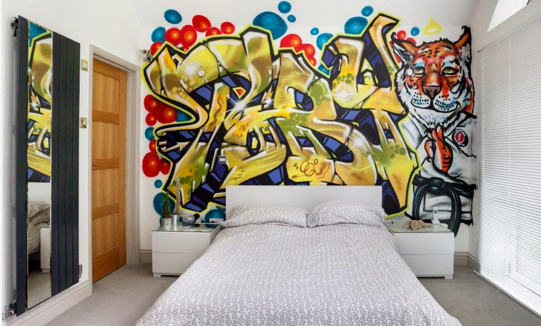 Прикольные рисунки в квартире на стене