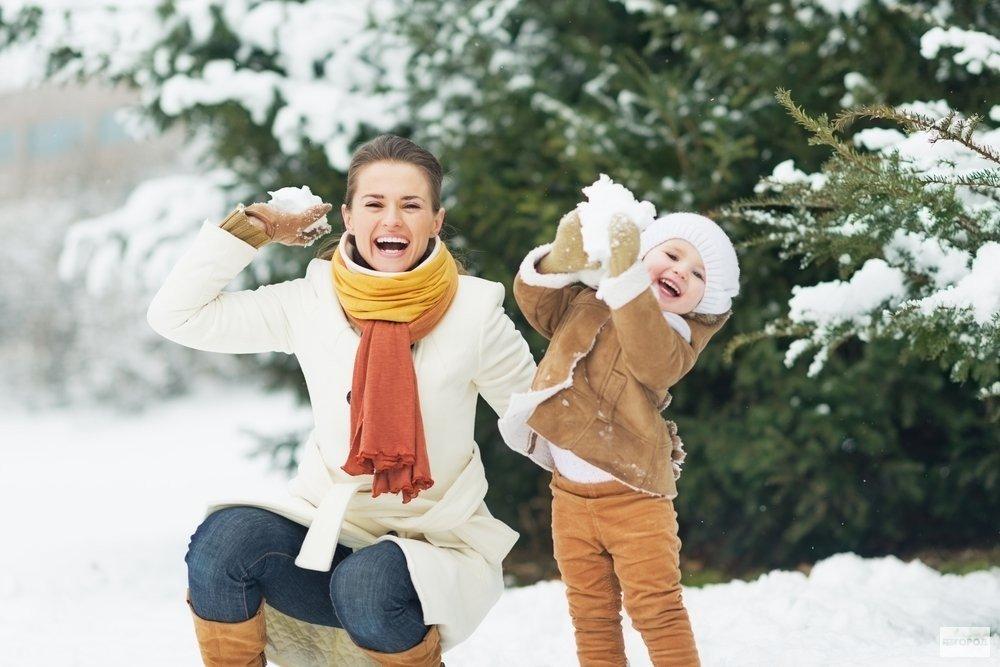 Картинка дети и родители зимой