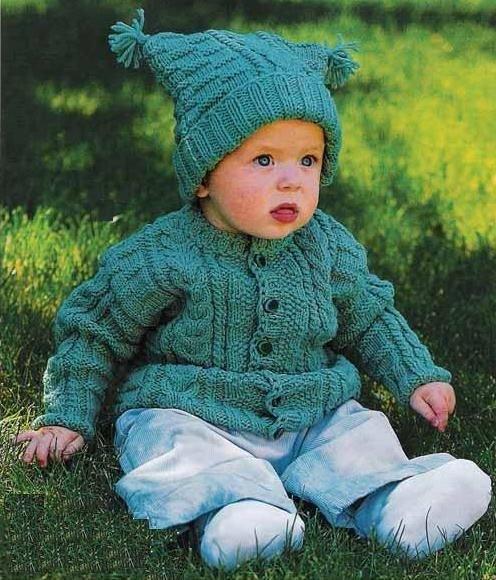 Эту шапочку вы сможете связать, как на совсем маленького ребенка (буквально на грудничка), так и на малыша постарше лет.