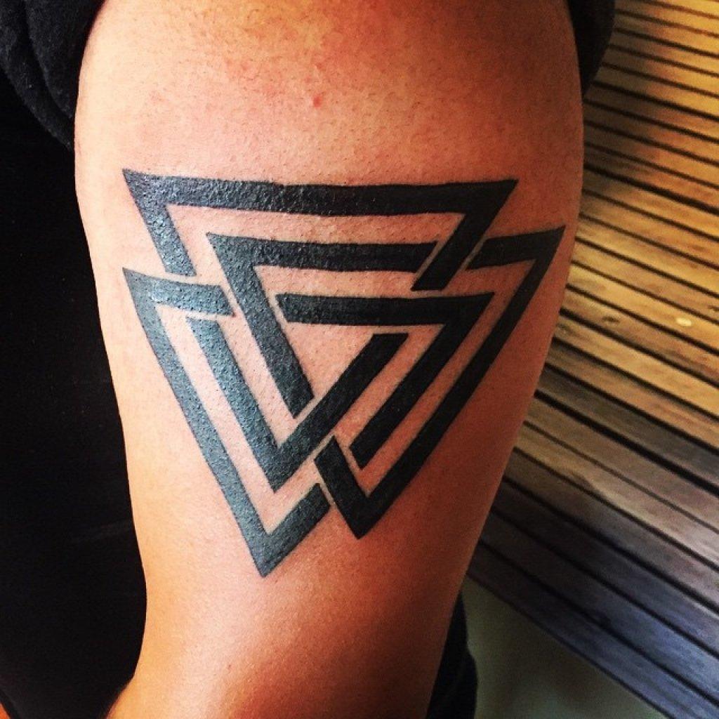згачение тату 3 треугольника для тех