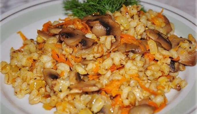 Перловая каша с грибами и луком