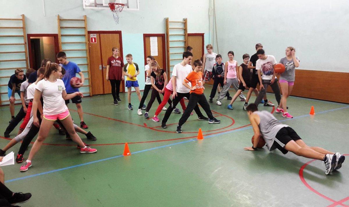 картинка спортивные соревнования в школе