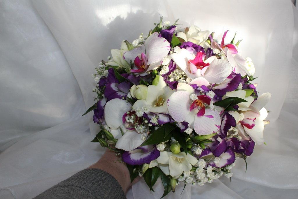 Свадебный букет орхидей фрезий, магазин доставкой минск