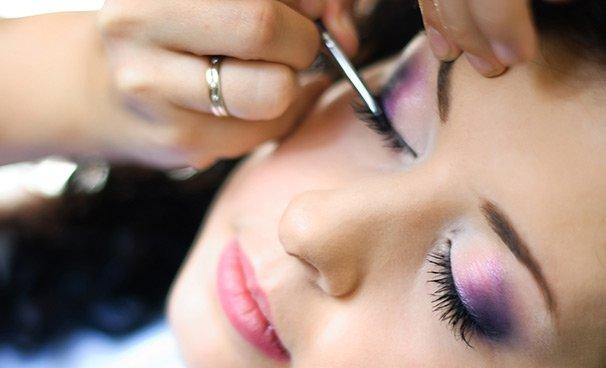 Салон красоты Le Chantale предлагает профессиональный, деловой макияж, а так же макияж невесты, праздничный. Находимся в центре Курска. Профессиональные дипломированные специалисты.
