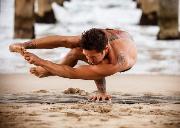 Силовая йога для мужчин помогает добиться идеальных мышц