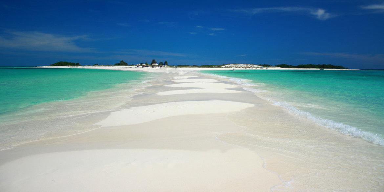 В августе на белый песок