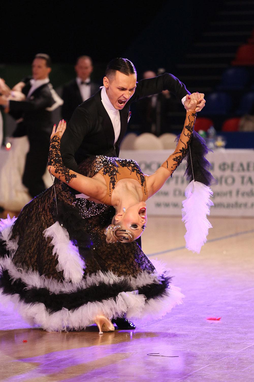 Спортивные бальные танцы на уровне знакомства