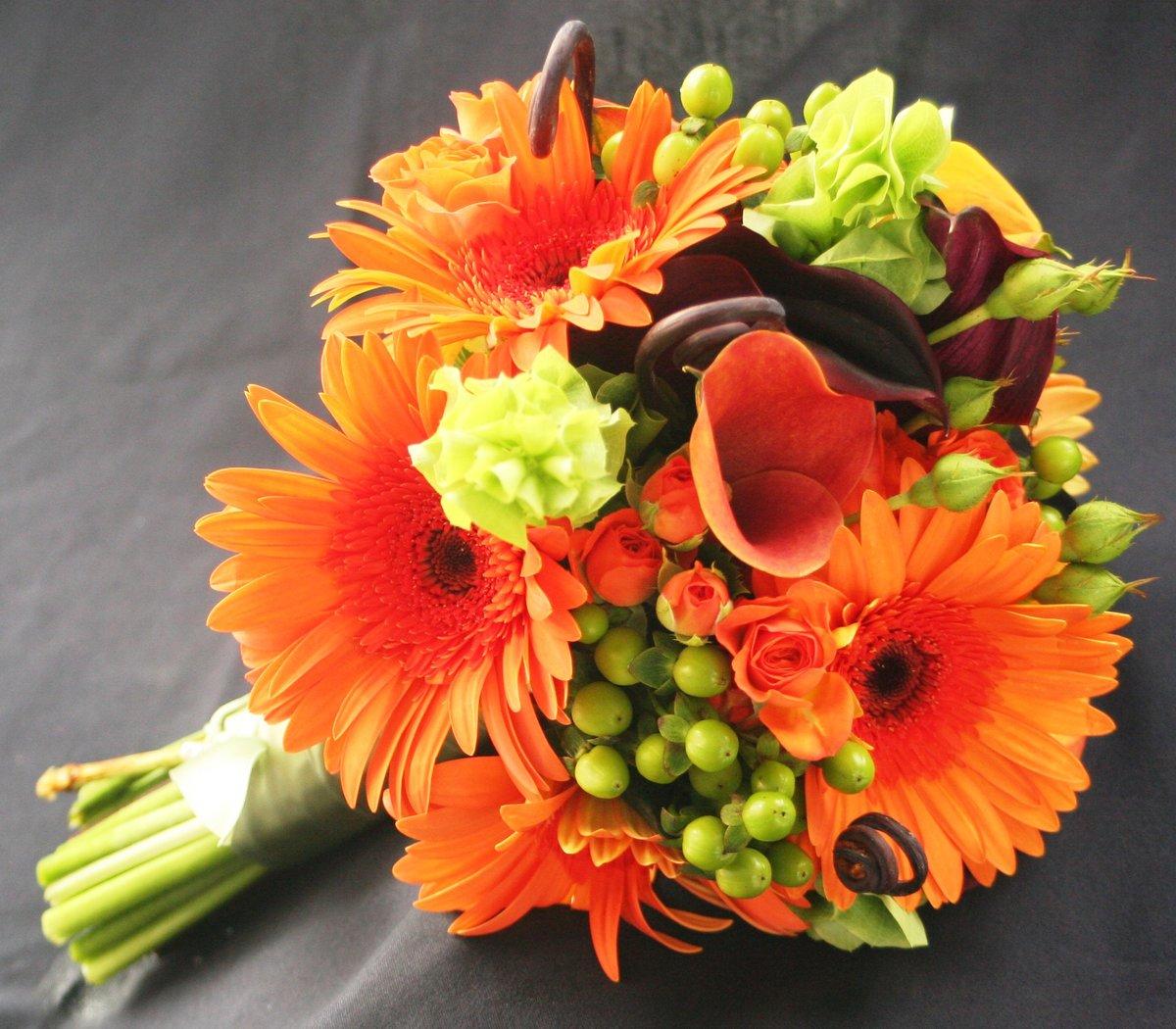 Свадебные букеты из оранжевых герберы, цветов академическая склад