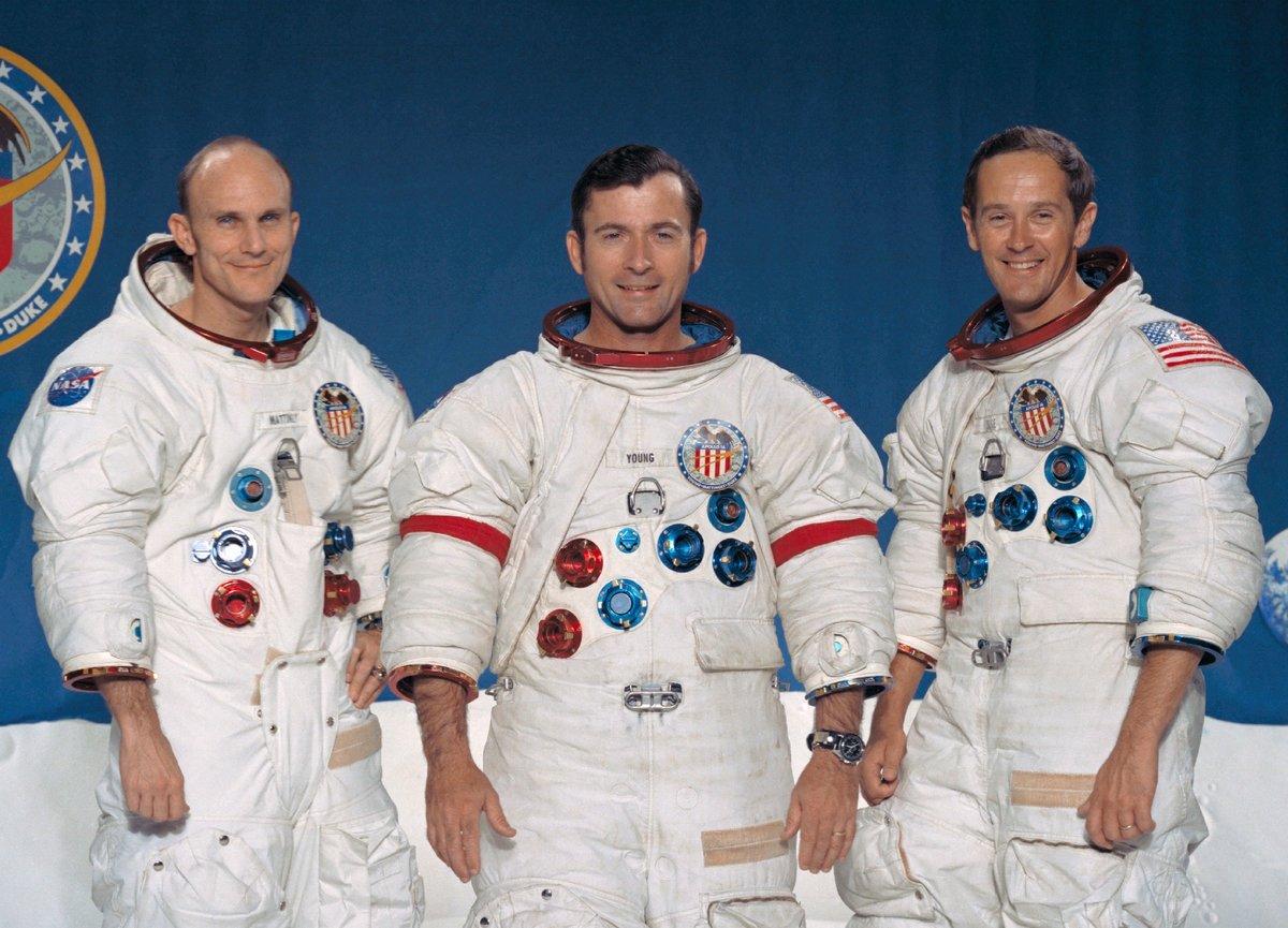21 апреля 1972 г. Спускаемый аппарат американского космического корабля «Аполлон-16» совершил посадку на поверхность Луны