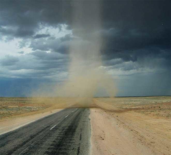 имеется картинки песчаного вихря просят объяснить