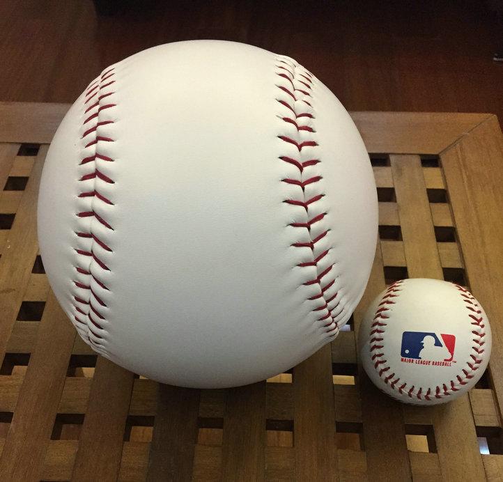Бейсбольный Мячик В Жопу Лесбиянки Смотреть И Без Регистрации