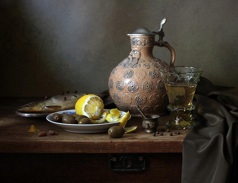 натюрморт со старинными посудой фото англоязычной