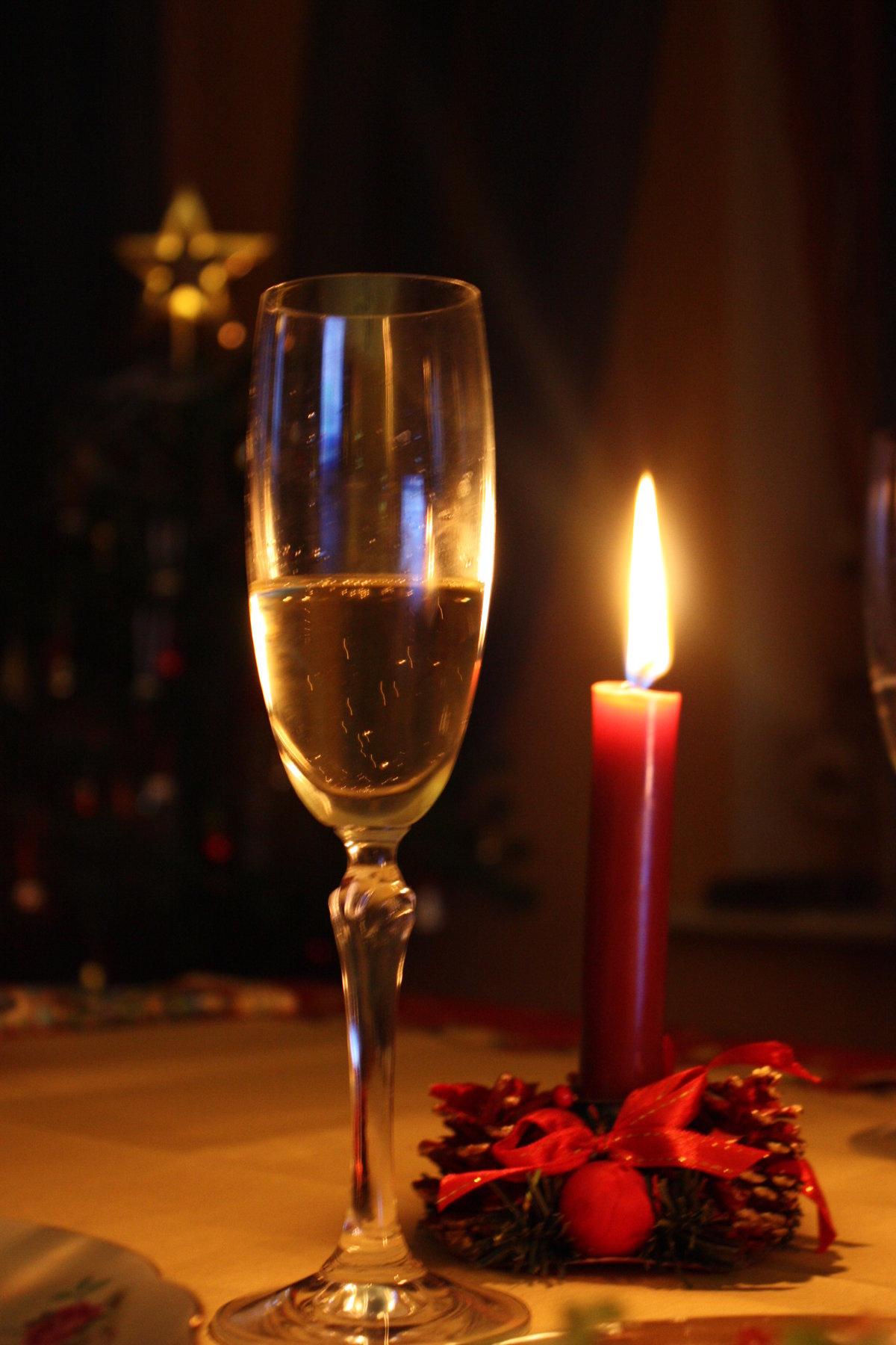 артамонов картинки бокал вина свечи контурная