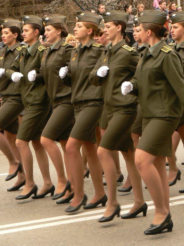 Курсантки сексуально выглядят, анна тытки на московскв а одевает чулки