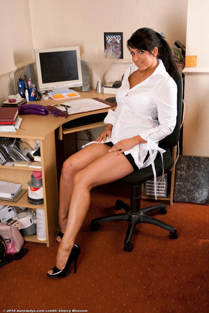 Ходит дома опытные секретарши ххх порно попросил опробовать