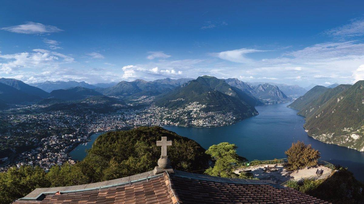 Город и озеро в Швейцарии фото