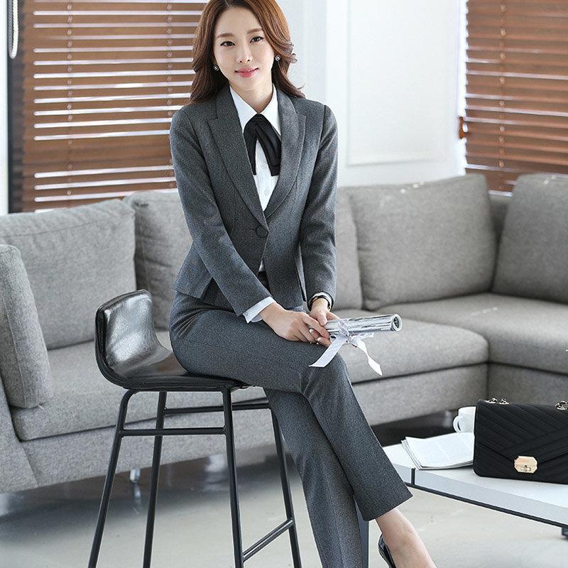 Девушка в деловом костюме видео — pic 3
