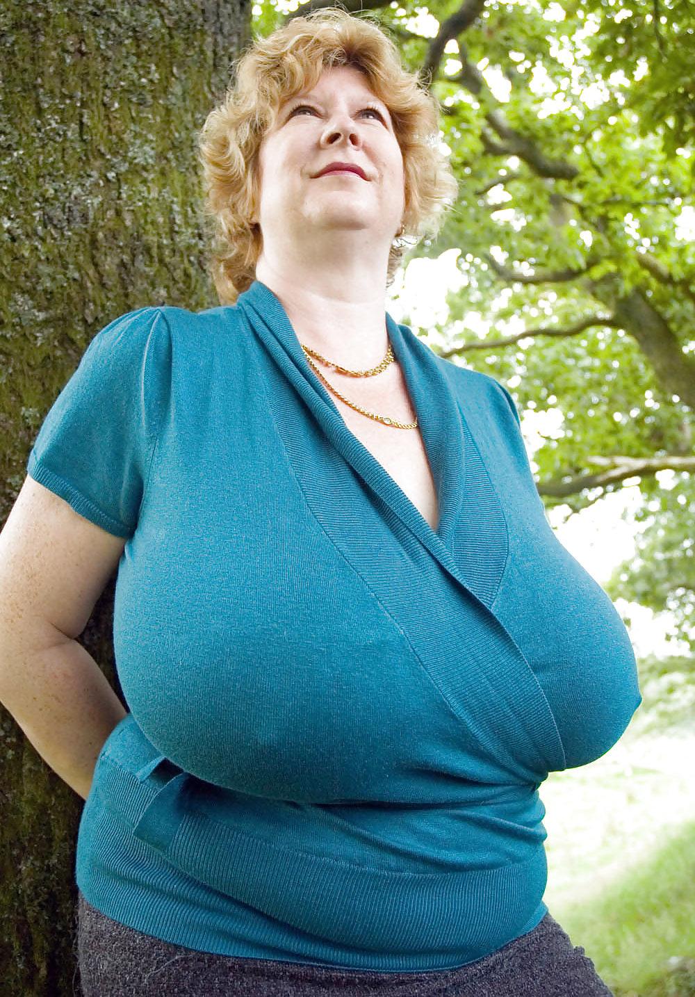 смотреть пожилых женщин с большими размерами полчаса, час, два