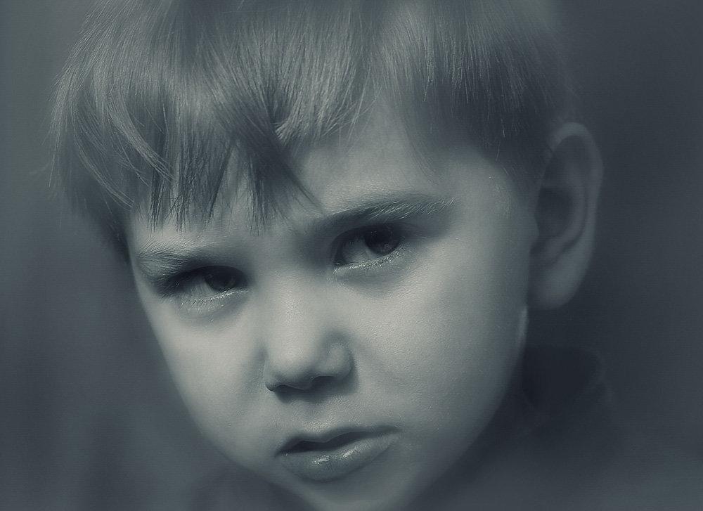 Картинка обиженного мальчика