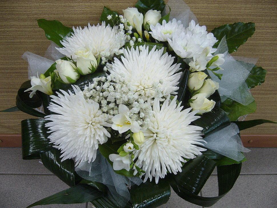 Большой букет на свадьбу с игольчатой хризантемой, букет розы фото
