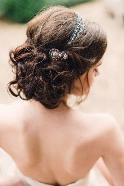 Идеи свадебных причесок для романтичного образа невесты