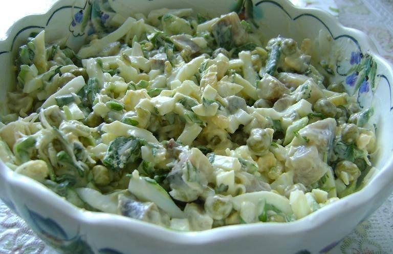 Салат из куриного филе - простой и вкусный. Ингредиенты, как приготовить салат из курицы.