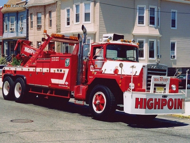 Mack DM 897SX Tow Truck