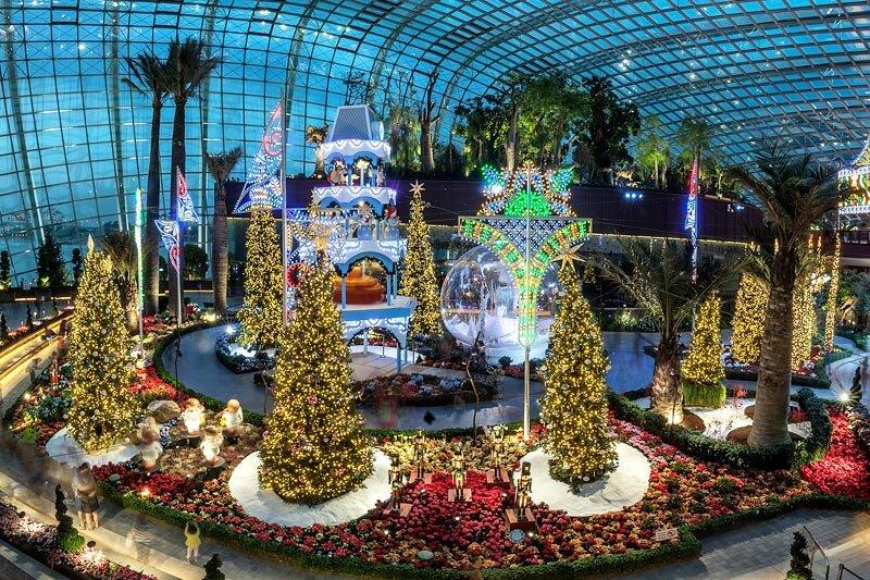 Сингапур усилено готовится к зимним праздникам.