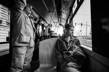 люди в трамвае
