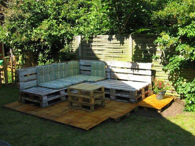 Садовая мебель из поддонов.