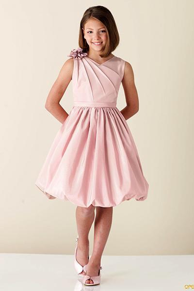 Платье с украшенным плечом