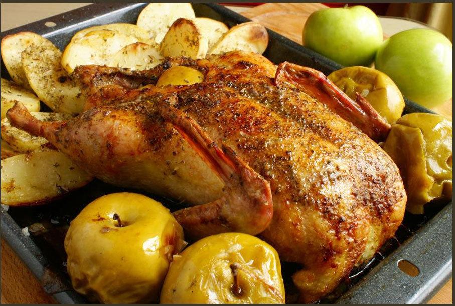 Индейка с яблоками запеченная в духовке рецепт