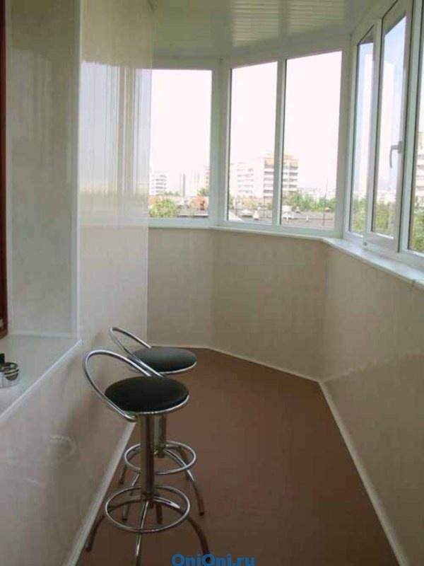Обшивка балкона пластиковыми панелями разбираем плюсы и мину.