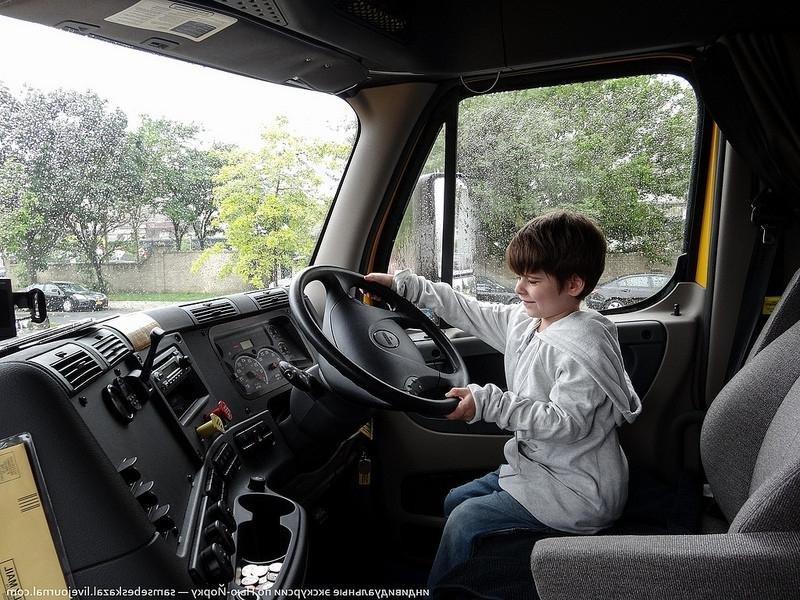 Американский грузовик Freighline…..
