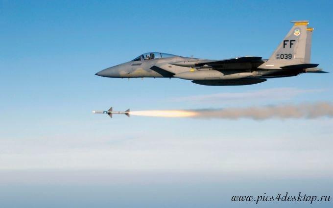 Фото Истребитель Макдоннел-Дуглас F-15 «Игл» запускает ракету