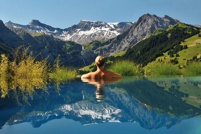 Из бассейна на горы / Фото дня