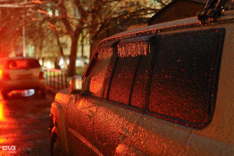 Краснодар сковал ледяной дождь