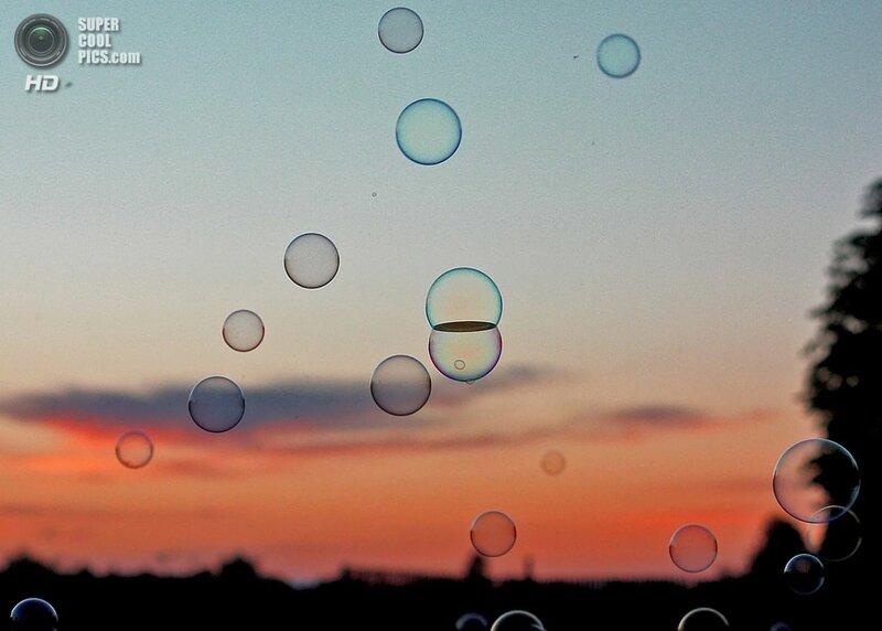 Мыльные пузыри на закате