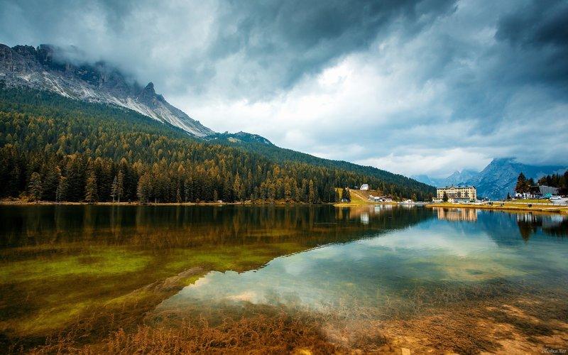 Озеро в горах, прозрачная вода