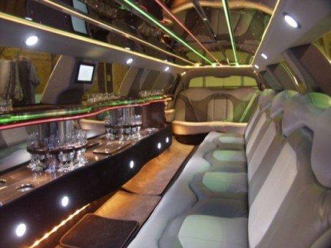 Шикарный лимузин с зеркальным потолком