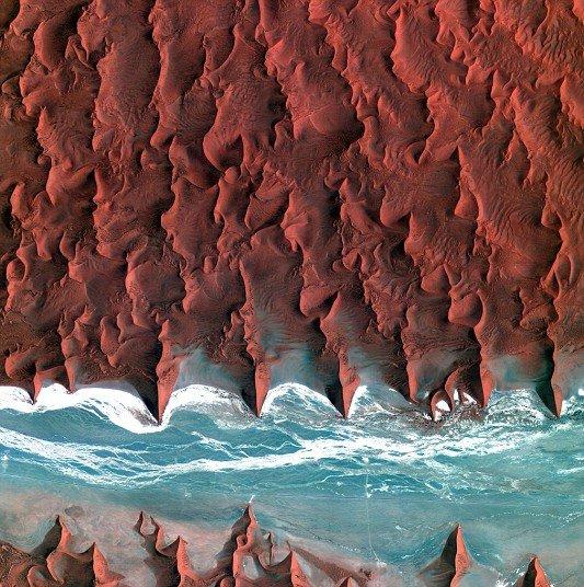 Вид на пустыни из космоса