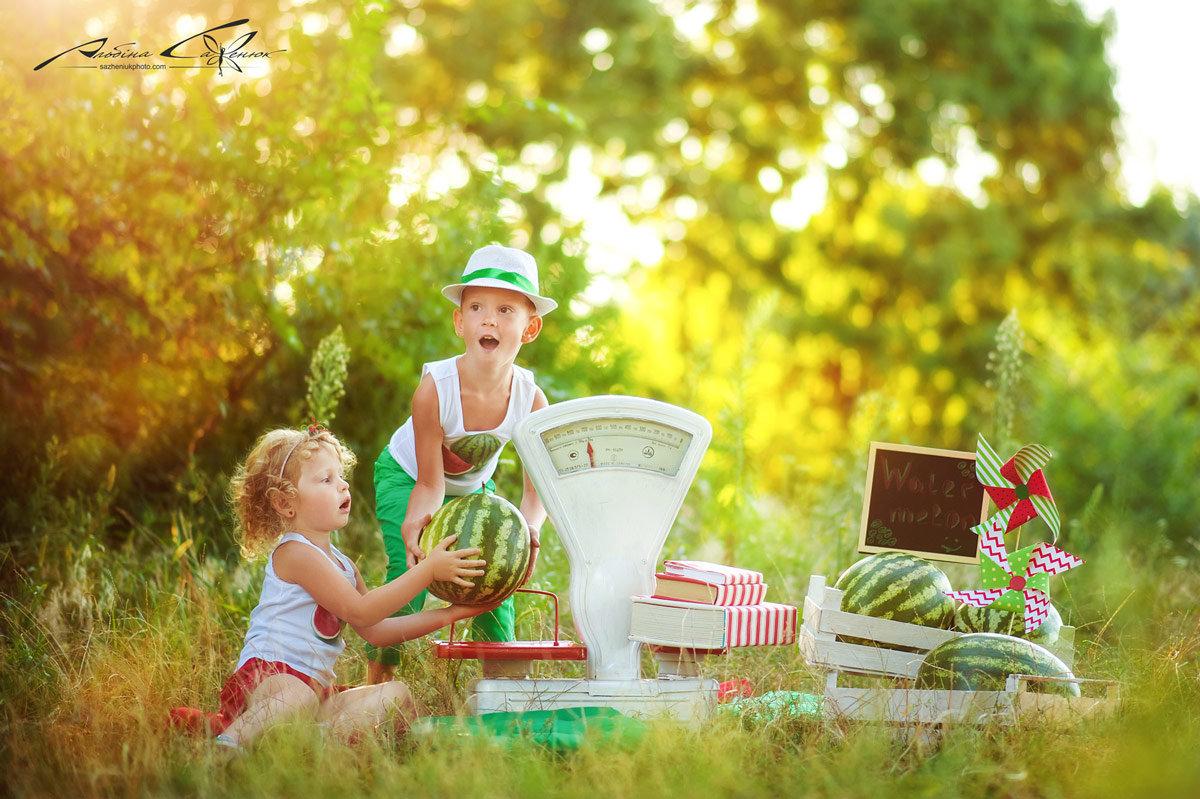Фотосессия с арбузом семейная
