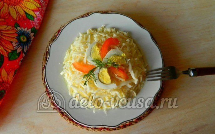 Салат из колбасы и сыра с фото