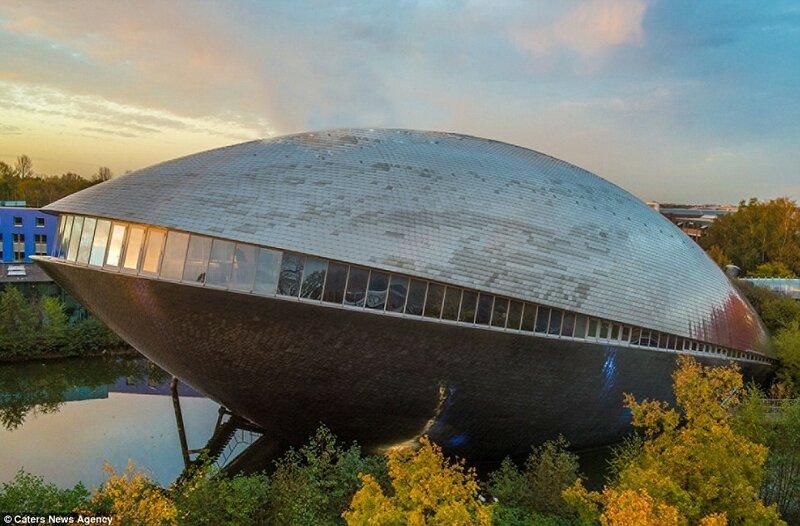 Музей науки в виде моллюска в Бремене, Германия.