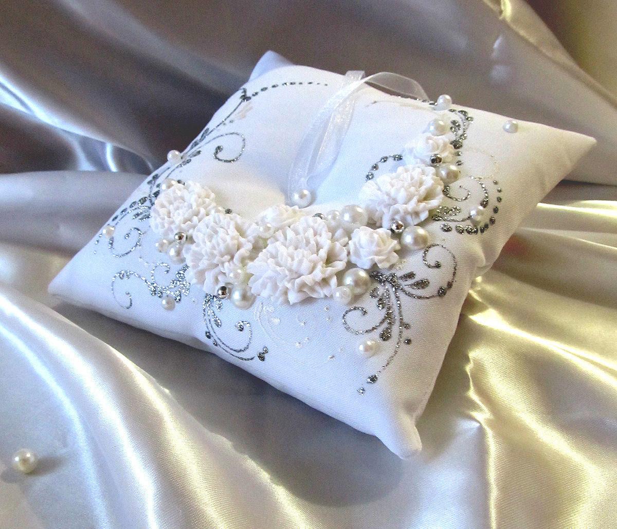 подушечки для колец на свадьбу фото целый месяц бомжевали