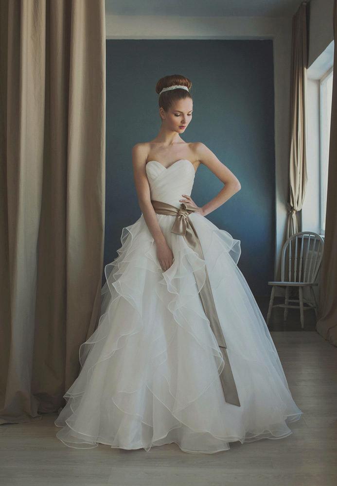 смотреть фото свадебные платья для худеньких подарок виде