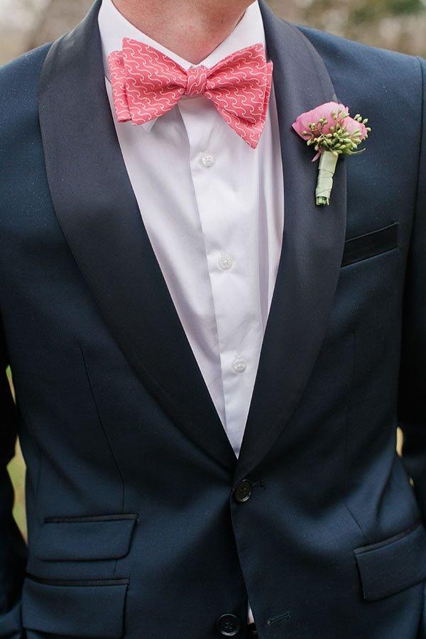 Бутоньерка и бабочка в розовых тонах