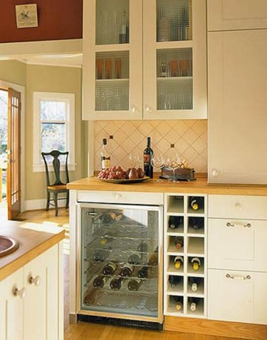 шкаф для бутылок на кухне