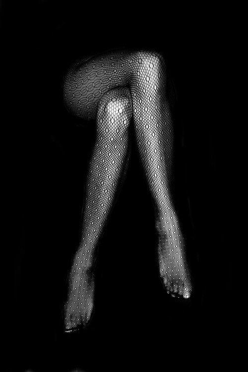 Фото Женские ноги в ажурных колготках