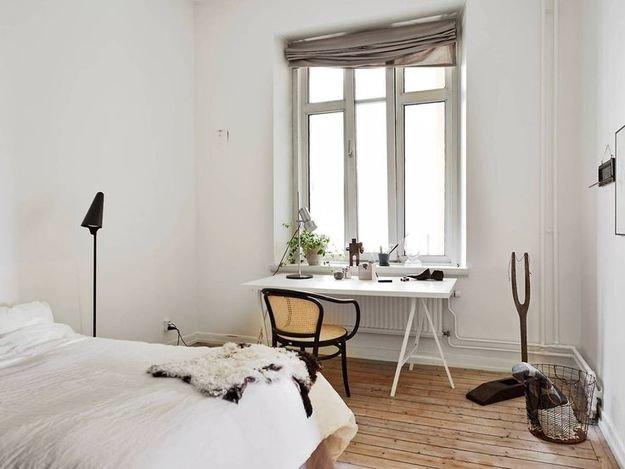 Фотография: Спальня в стиле Скандинавский, Кабинет, Интерьер комнат, рабочее место в спальне, рабочее место в малогабаритной квартире, письменный стол в спальне, оригинальные дизайн-решения – фото на InMyRoom.ru